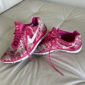 Nike: free TR fit 3 pink and white shoes, 6